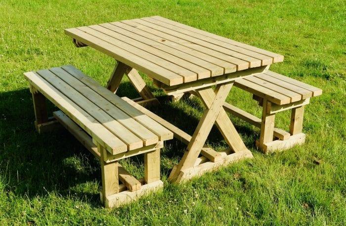 Picnic Table & 2no Benches